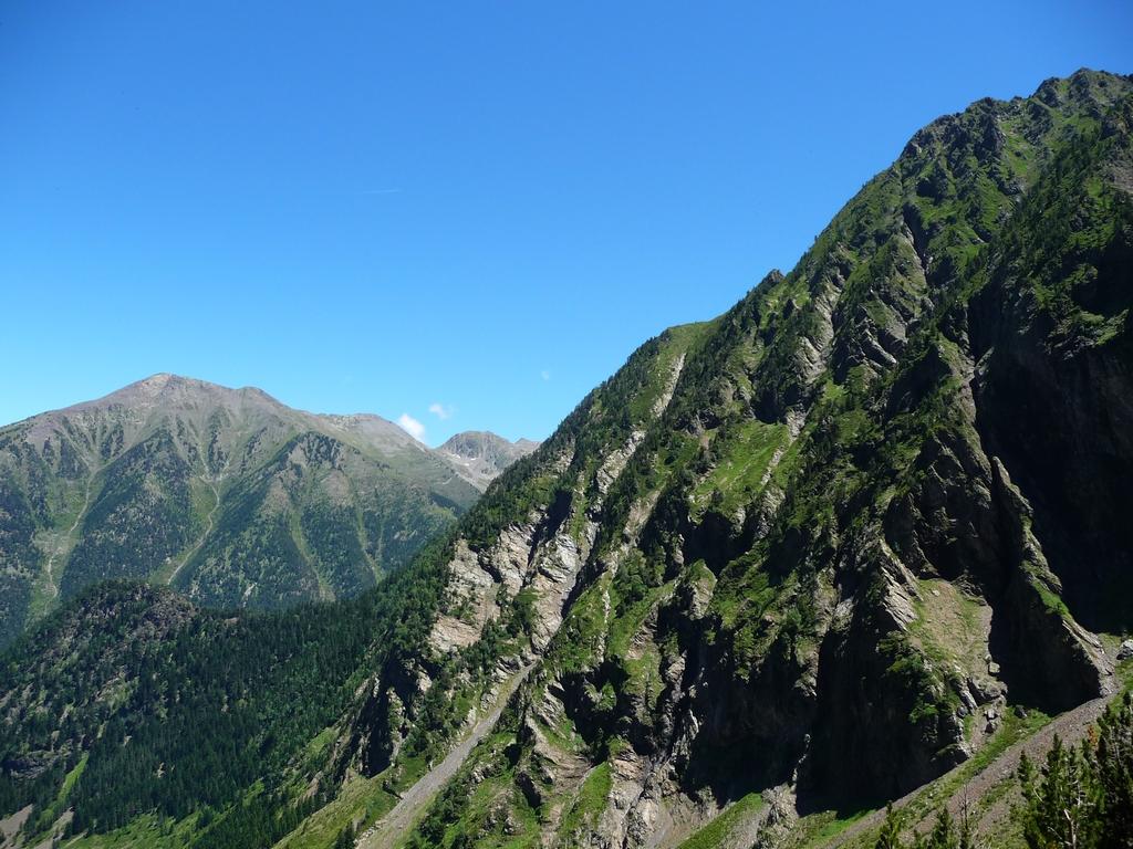 objectif-est-rejoindre-crete-au-dessus-barres-rocheuses-sur-hauts-baricave