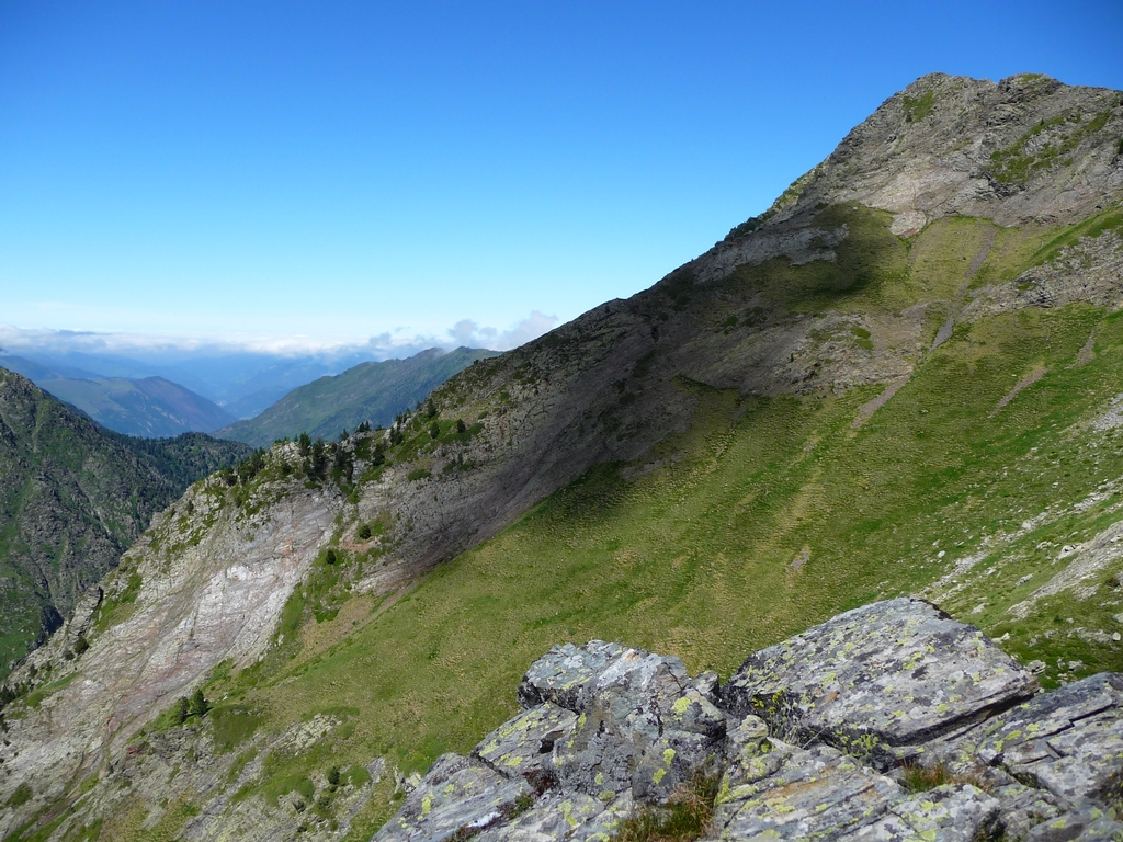 crete-a-droite-se-situe-a-2425-metres-sur-hauts-baricave
