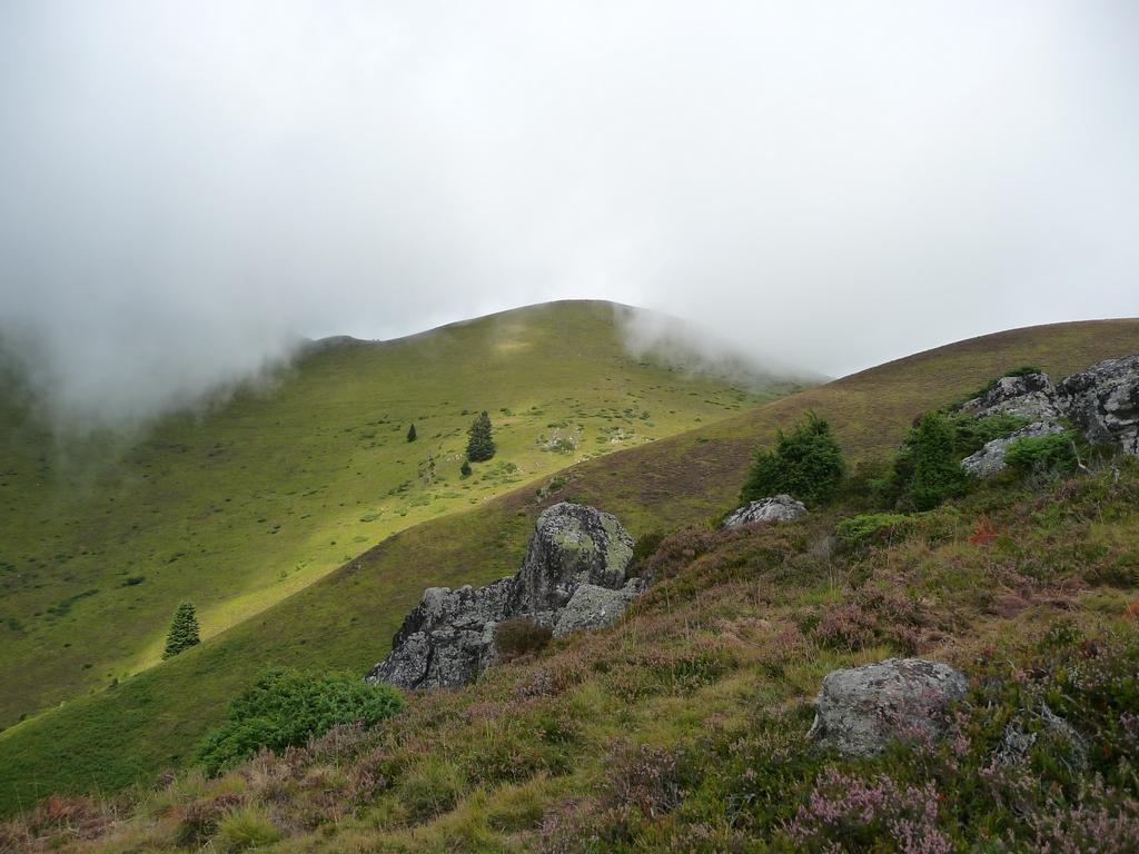 vers-mountarrouye-landes-et-nuages-vallee-ardengost
