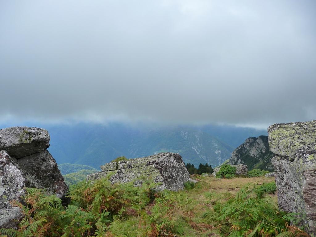 un-ciel-de-plomb-landes-et-nuages-vallee-ardengost
