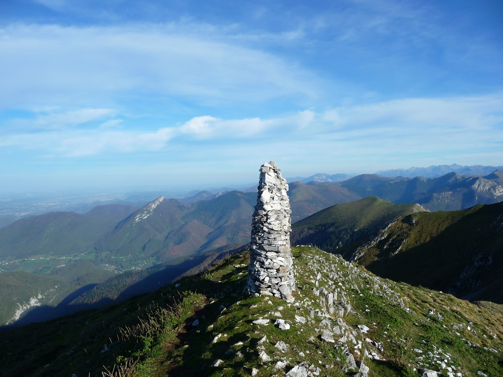 grand-cairn-sommital-signal-bassia-par-pas-bassia