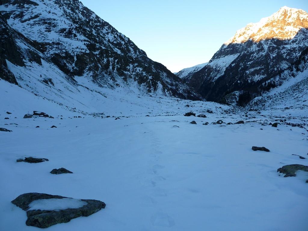 neige-porte-assez-mais-raquettes-sont-utiles-ambiance-austere-et-sauvage-vallon-la-pez