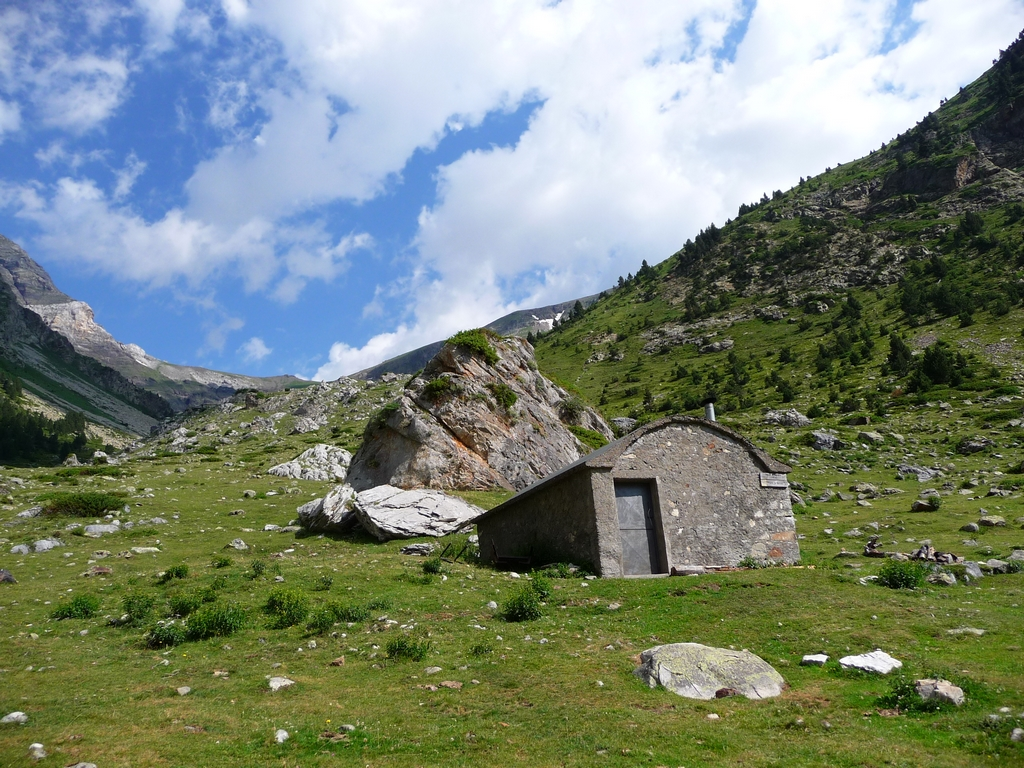 depuis-que-restauree-la-cabane-offre-excellent-abri-en-vallee-barrosa-regal-de-lis