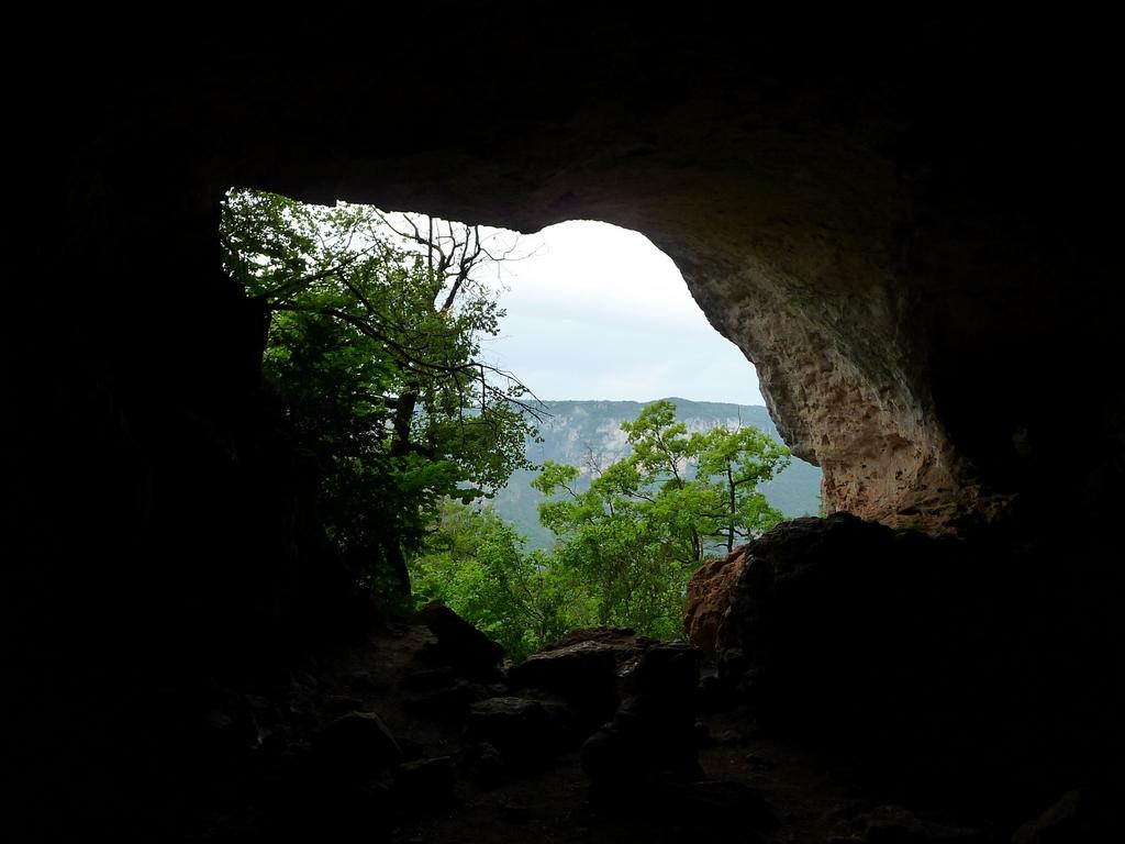 -une-boucleeffet-de-grotte-dans-gorges-tarn-et-jonte