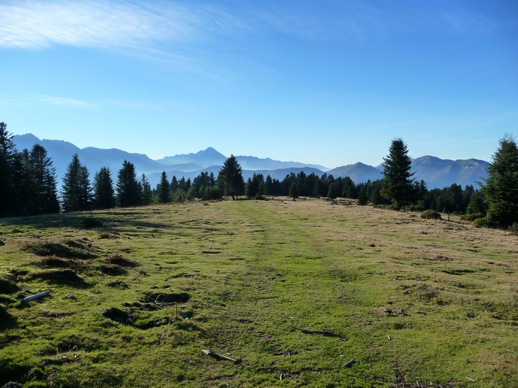 montagnes-bleues-horizons-bleus-depuis-le-pic-areng
