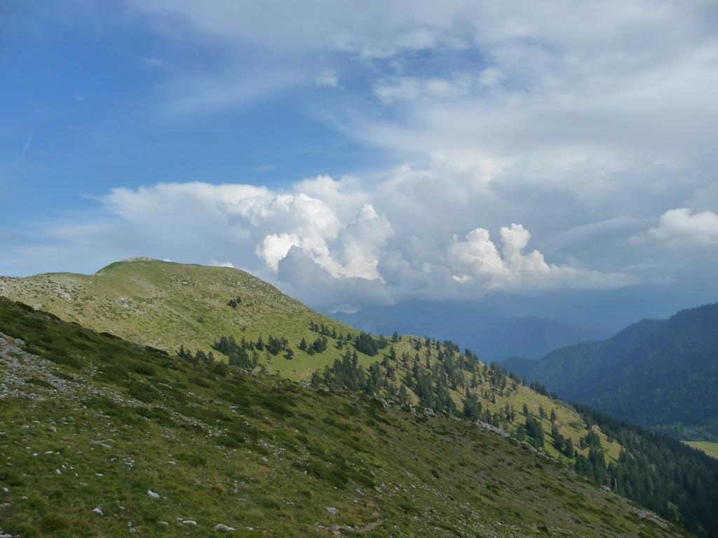 cap-castillon-des-nuages-et-des-monts-signal-de-bassia-en-septembre