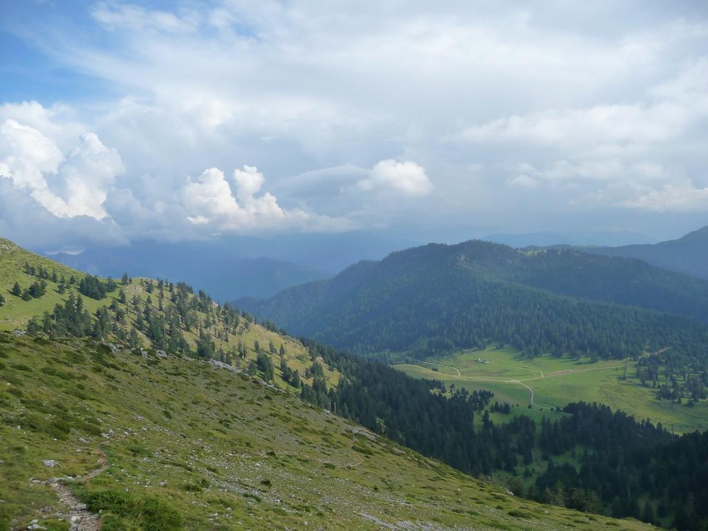 contrebas-col-beyrede-des-nuages-et-des-monts-signal-de-bassia-en-septembre
