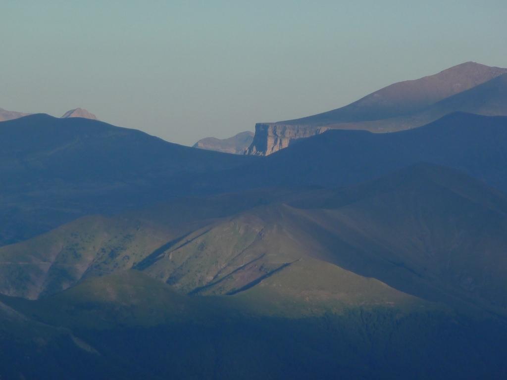 zoom-du-cote-ordesa-sur-les-hauteurs-desertiques-du-cotiella-1