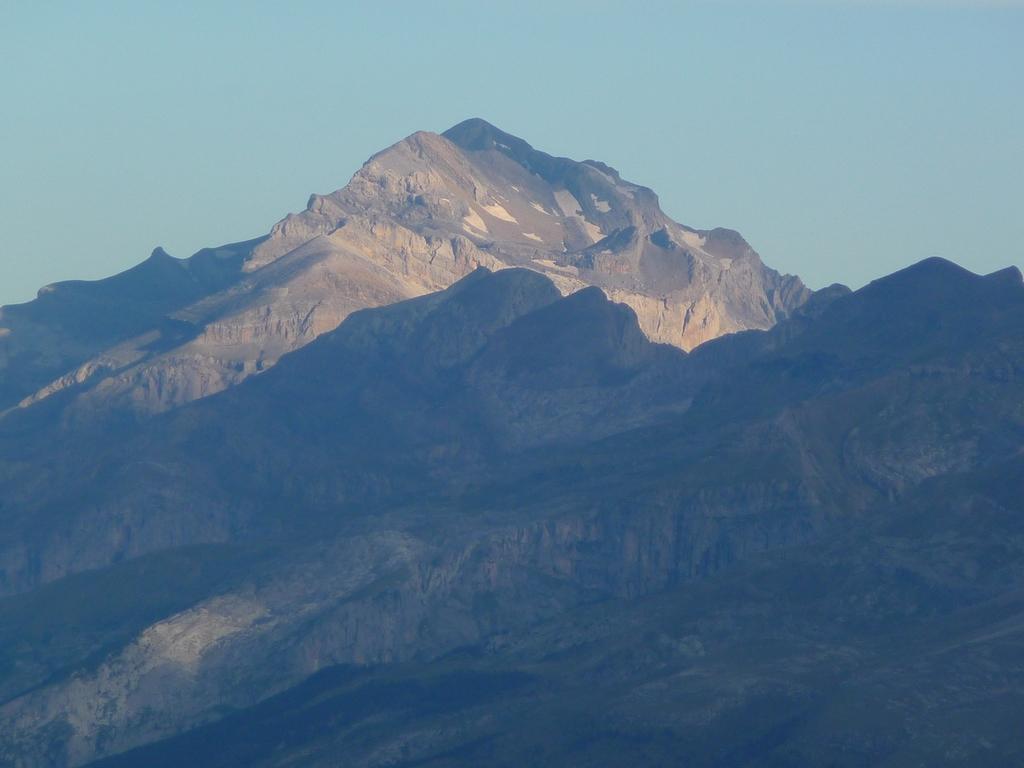 monte-perdido-sur-les-hauteurs-desertiques-du-cotiella-1