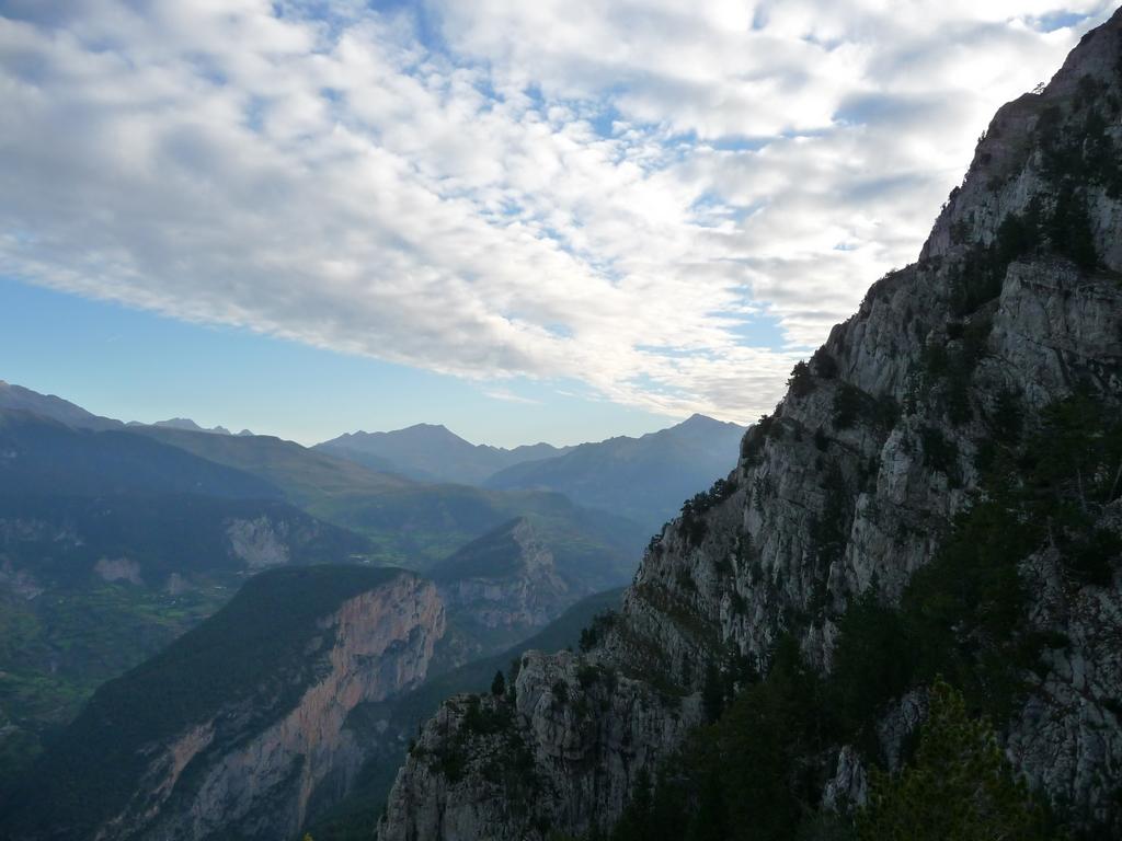 avancee-nuageuse-au-dessus-vallee-gistain-sur-les-hauteurs-desertiques-du-cotiella-1