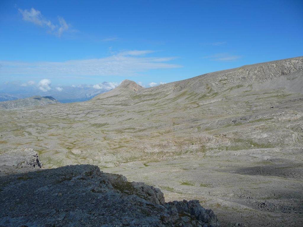 movison-grande-au-loin-maintenant-sur-les-hauteurs-desertiques-du-cotiella-2