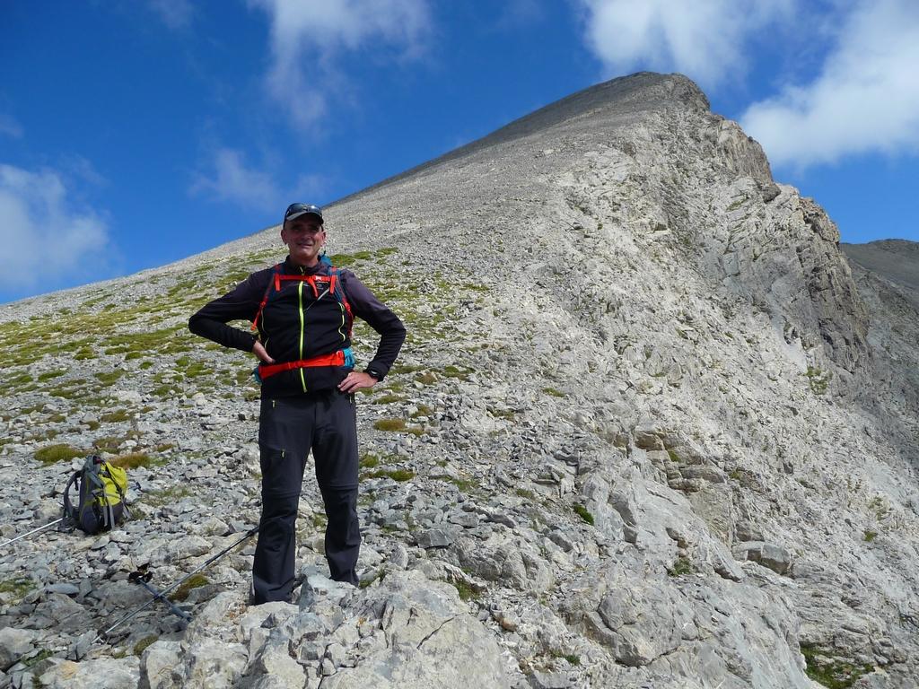 regis-sous-derniers-metres-sommet-sur-les-hauteurs-desertiques-du-cotiella-2