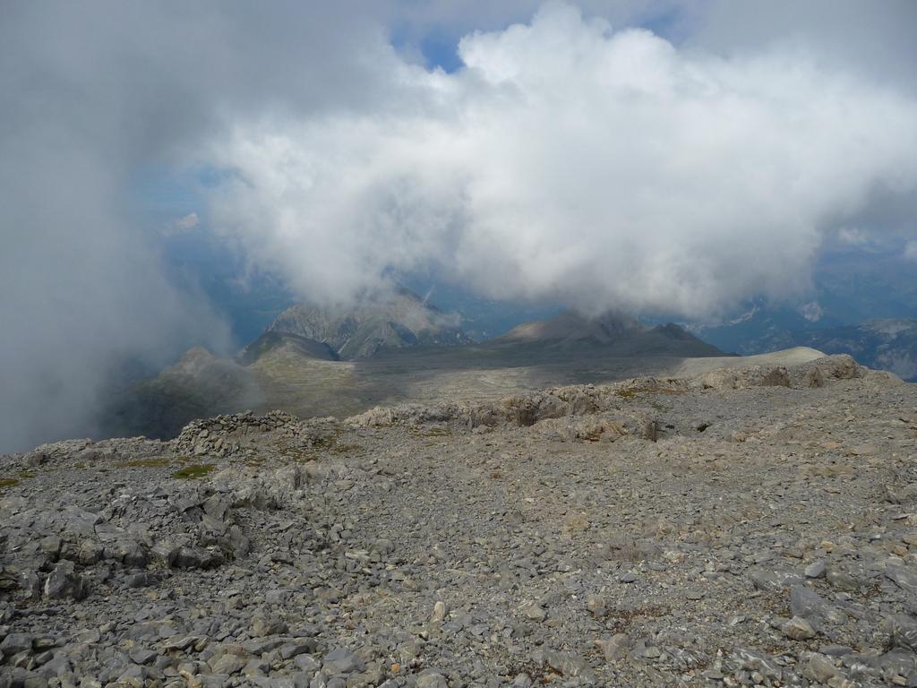 nuages-gagnent-terrain-sur-les-hauteurs-desertiques-du-cotiella-2