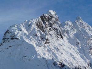 montagne-a-pris-allure-hivernale-neige-de-la-toussaint-a-ourtiga