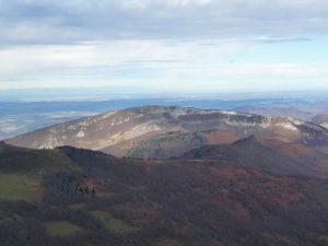 mont-sacon-celebre-lieu-cultes-gallo-romains-vol-grues-cendrees-au-dessus-mont-aspet