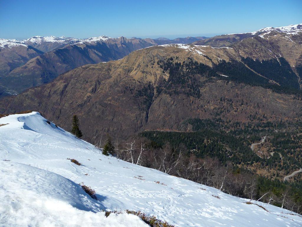 regard-vers-france-depuis-sommet-pic-aubas-sur-crete-frontaliere-pic-aubas-pic-arres