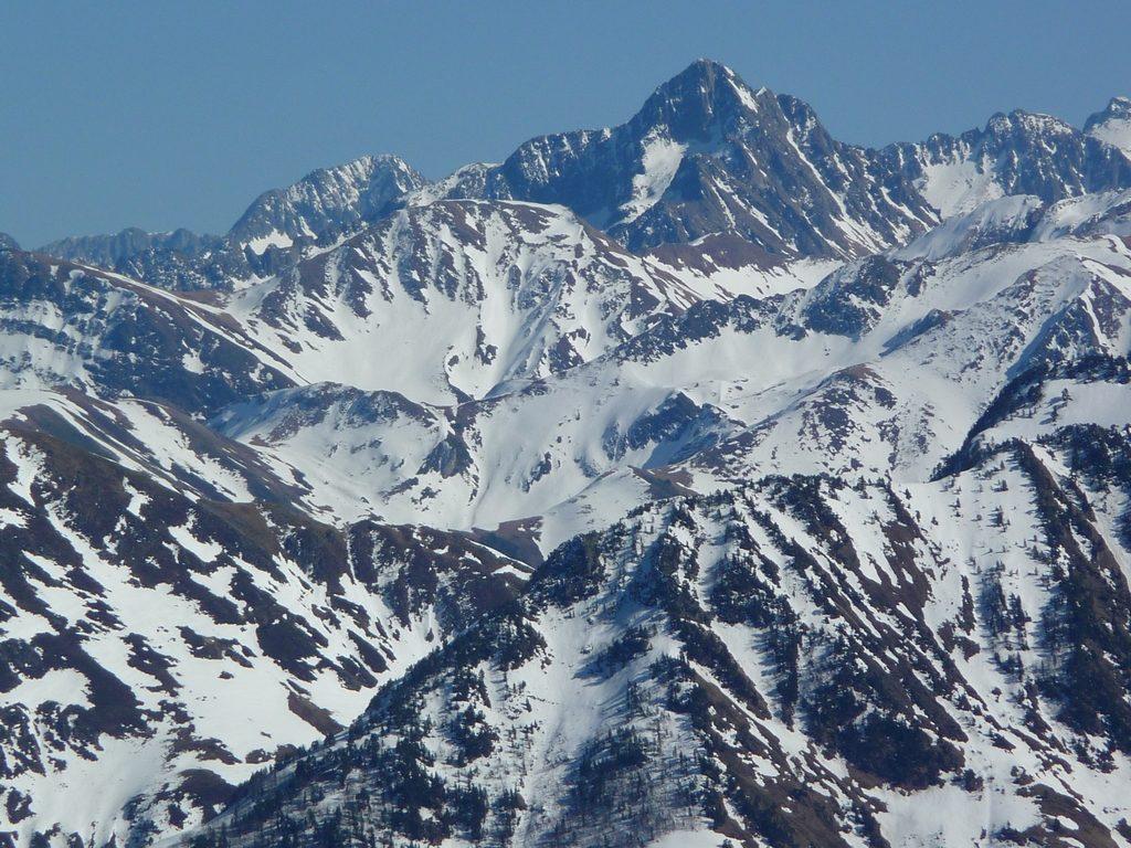 montardo-encantats-zoom-sur-crete-frontaliere-pic-aubas-pic-arres