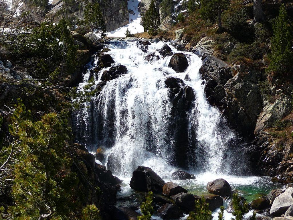 fameuse-cascade-dont-eaux-deviendront-garonne-trou-toro-col-toro