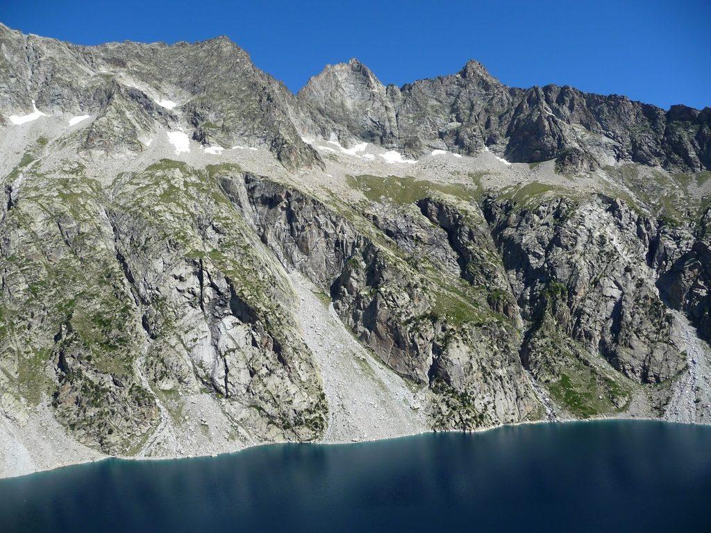 entre-bleu-ciel-et-bleu-lac-cap-de-long-cimes-altieres-neouvielle-montagne-cap-long-pic-campbieil-ascension-beau-3000