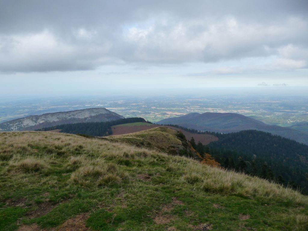 falaise-pene-haute-et-plaine-entree-vallee-aure-montaut