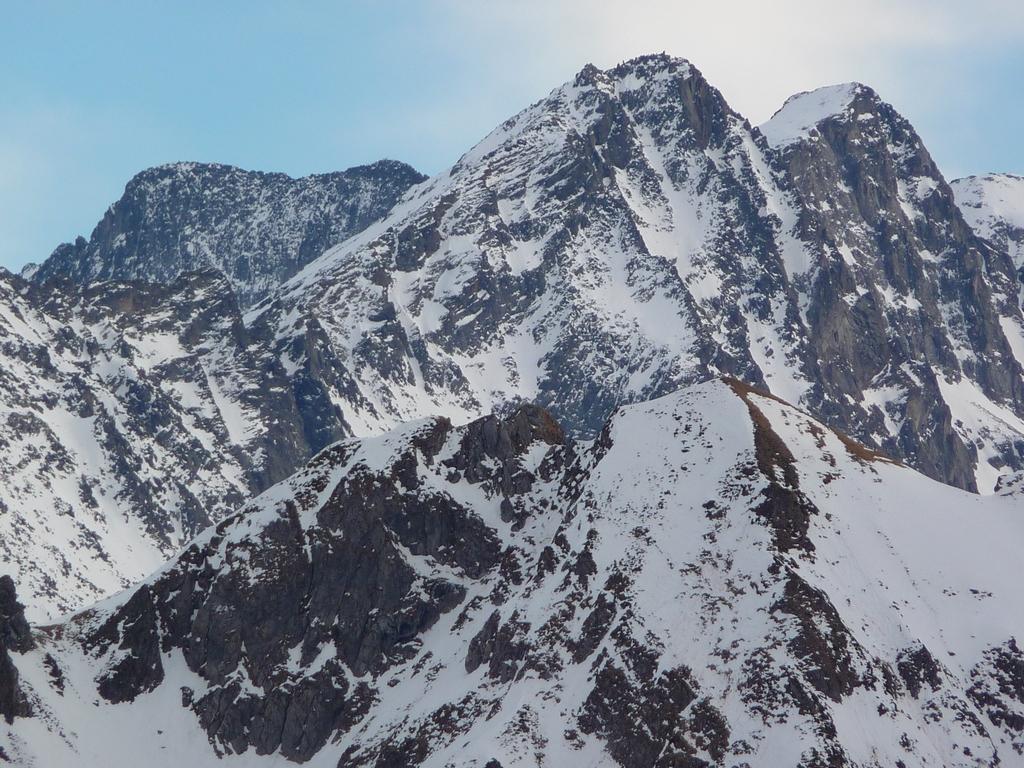 il-faut-zoomer-du-cote-3000-luchonnais-pour-trouver-neige-et-encore-mi-fevrier-a-2000