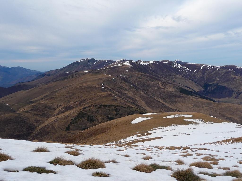 coup-oeil-vers-habituellement-a-cette-epoque-tres-beaux-secteurs-raquette-ou-ski-randonnee-mi-fevrier-a-2000